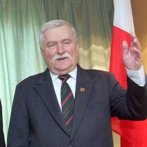 "Лех Валенса нарече Горбачов ""слаб политик"""