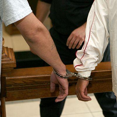 Осъдиха двама за опит за грабеж на бензиностанция