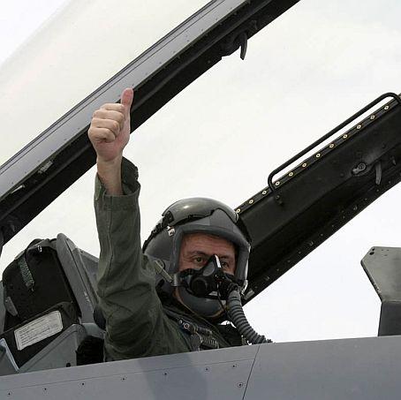 """Паси """"подкара"""" F-16 в петък, 13-ти"""