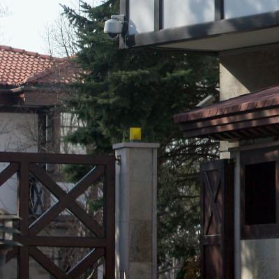 ДНСК нареди Доган да събори оградата на сараите