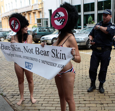 Гол протест пред Британското посолство