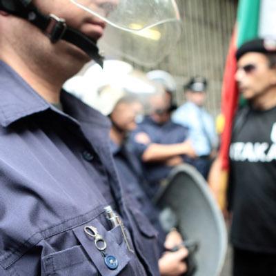Атакисти обсадиха 5 РПУ, 3-ма полицаи ранени