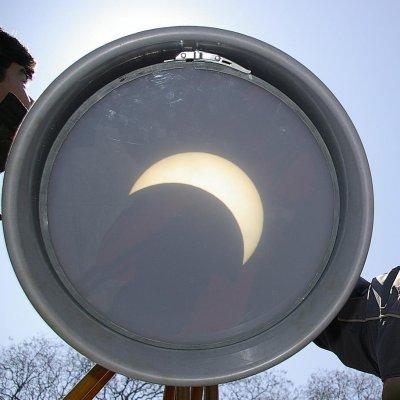 Гледаме голямото слънчево затъмнение по изгрев