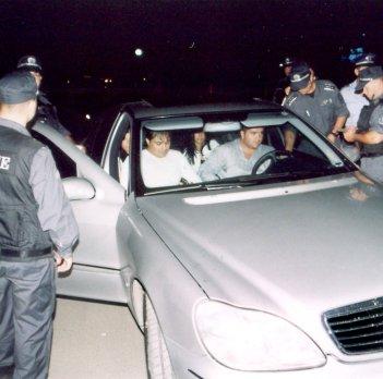 Биха полицаи при проверка пред столичен клуб