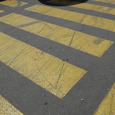 Шофьор блъсна майка и дете на пешеходна пътека