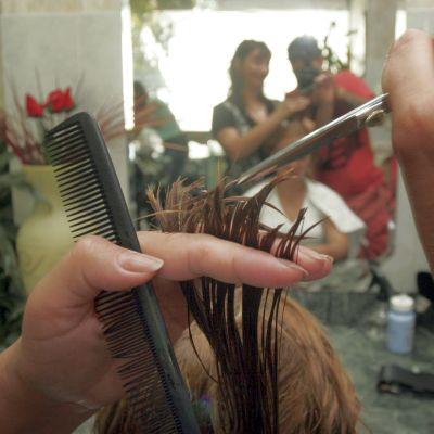 Бум на фризьори и козметици по морето