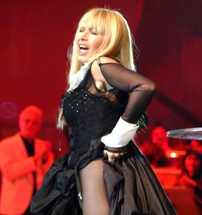 Лили Иванова чака обувки от Париж за концерта си довечера