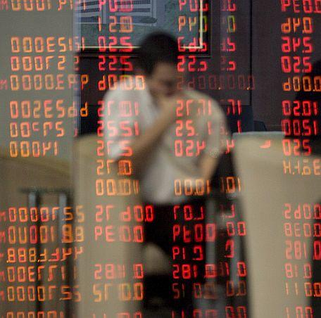 Инвестициите в чужбина се свиват с 30%