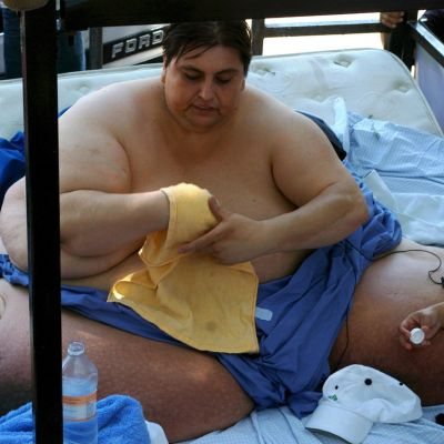 227-килограмов затворник крие пищов в телесата си