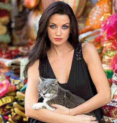 Крият интимните сцени от новия филм с Диляна Попова
