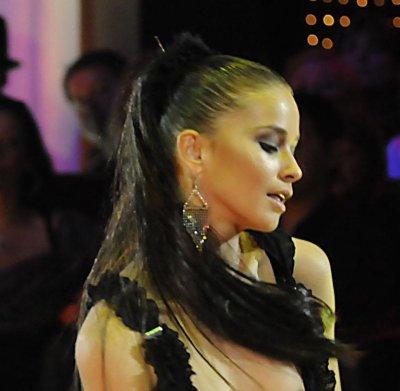 Виолета Марковска разкри прелести по време на танц