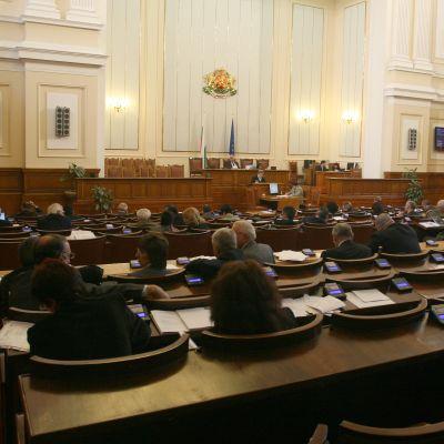Депутатите си взеха дълга ваканция за Великден