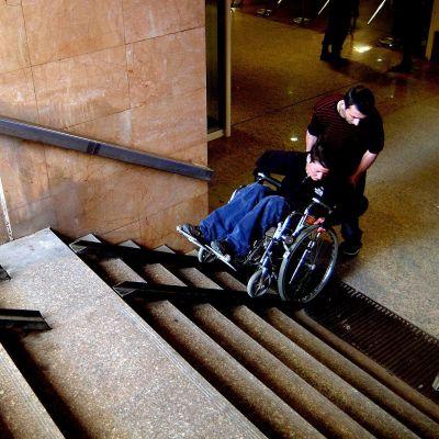 Затягат контрола върху помощните средства за инвалиди