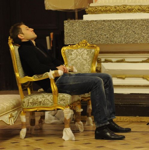 Манчева приспа съпруга си по време на изкусителни снимки