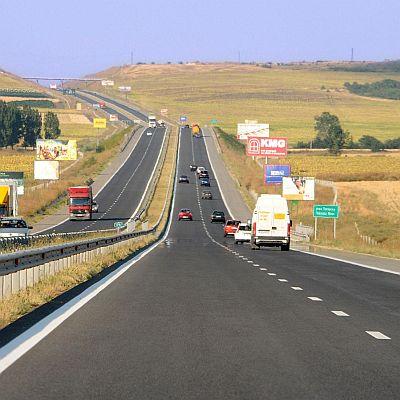 """Скоростта по част от """"Тракия"""" пада до 90 км/ч."""
