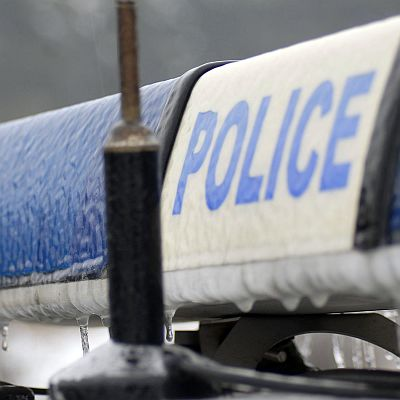 14-годишна с БМВ едва не прегази полицай и блъсна патрулка