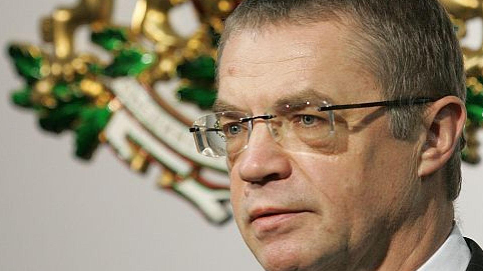 Медведев и Голубьов не били уволнени от Газпром, а излизали в пенсия