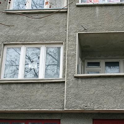 Собственици на апартаменти гонят съседка законно