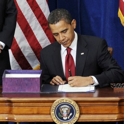 Популярността на Обама спадна до 50 процента