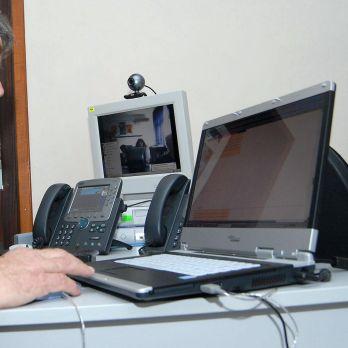 Софтуерна грешка спря нета и банкомати в половин България