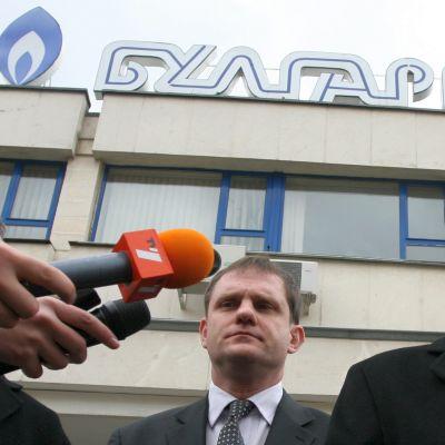 "Договарят ""Газпром"" да не пипа цените през зимата"
