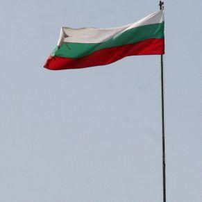 Институции получиха националния флаг за 3 март