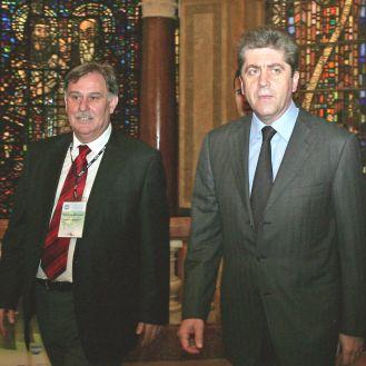 Първанов към партиите: Без компромати за изборите
