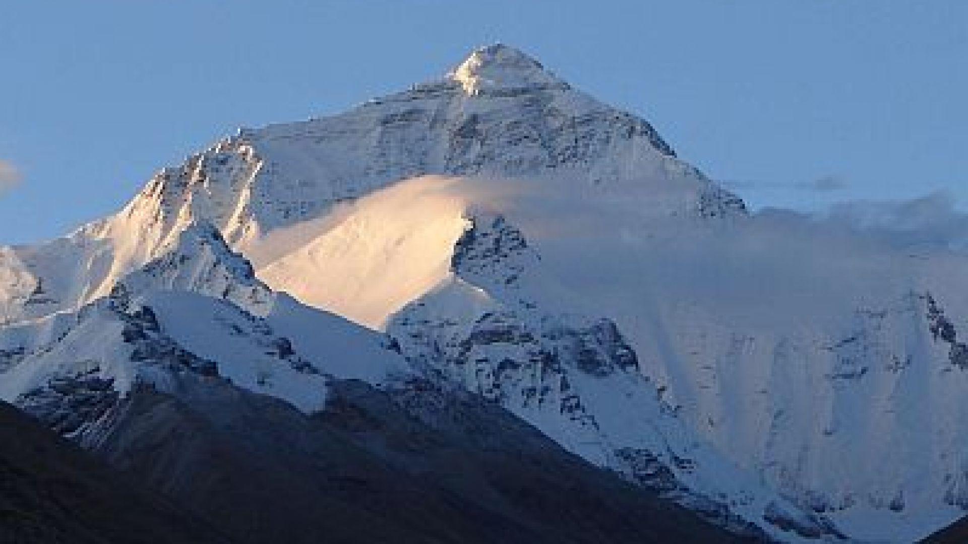 Китай почисти 8,5 тона боклуци от Еверест