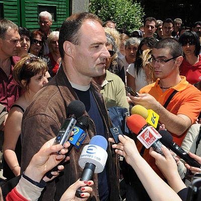 Бащата на Павел и Николета съди България