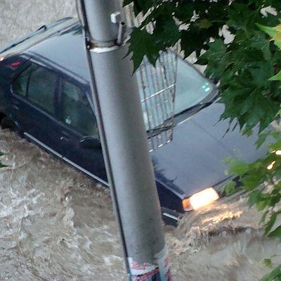 Порои в Кюстендилско срутиха пътя за Гюешево