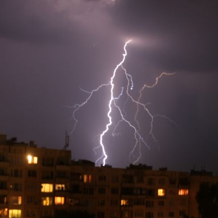 Слънчево до събота, гръмотевични бури на Великден