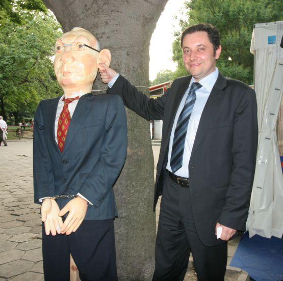 Яне Янев готви живи вериги срещу изборни туристи