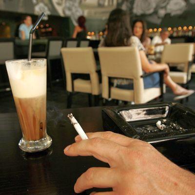 В гръцките ресторанти отново се пуши