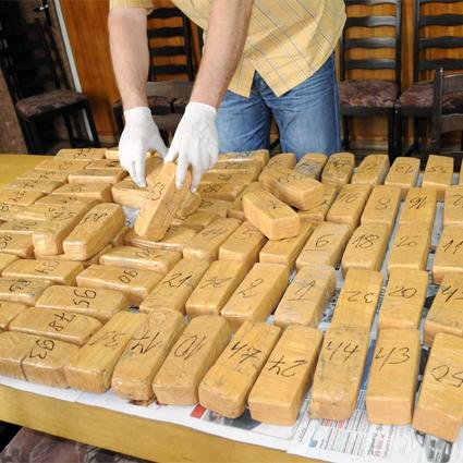 Задържаха хероин и списъци на изселници накуп