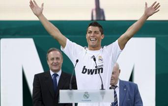 """85 000 души приветстваха Роналдо на """"Бернабеу"""""""