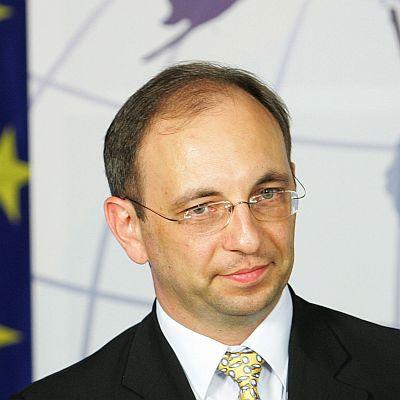 Ексминистър обвини кабинета в политически геноцид