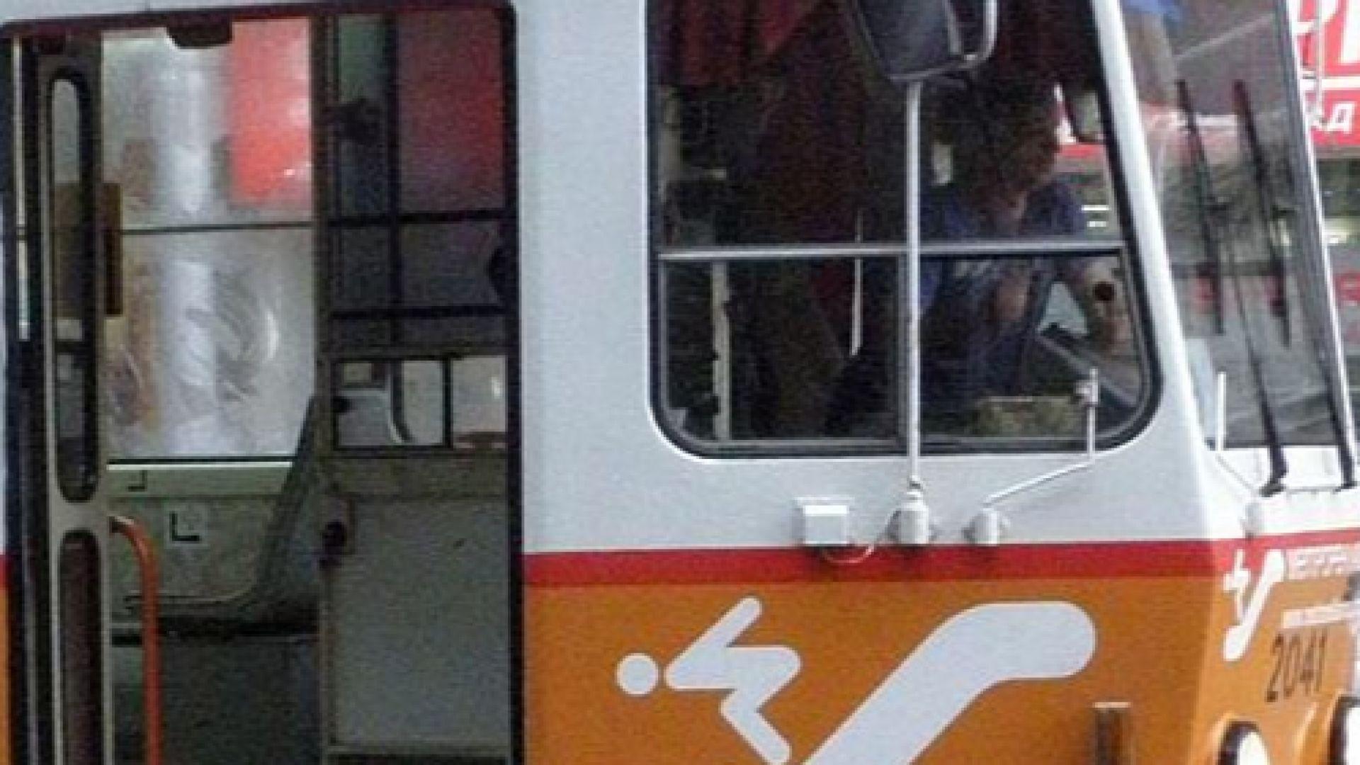 Жена почина в трамвай номер 12 в жегата
