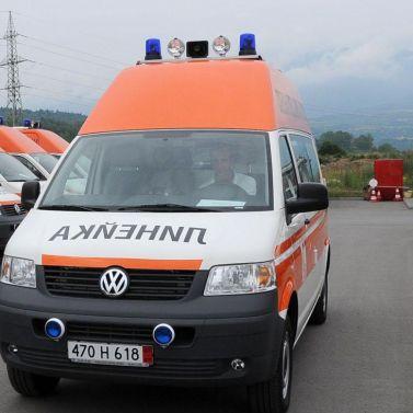 Три деца и две жени ранени в катастрофа