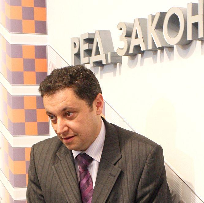 Яне Янев поема антикорупционната комисия