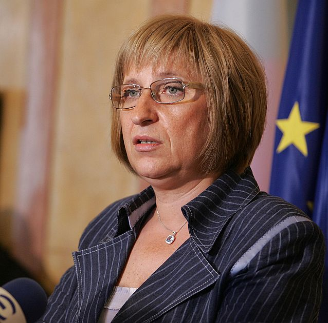 Цачева: По-лесно ще е депутатите да имат съвест