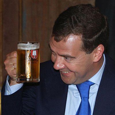 Медведев даде 3 месеца за обрат с алкохолизма в Русия