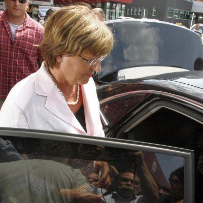 Откриха откраднатия мерцедес на германската министърка