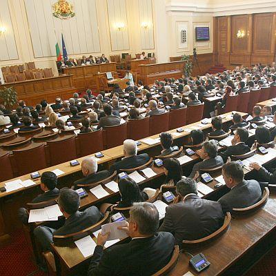 Пет парламентарни партии с имотни нарушения