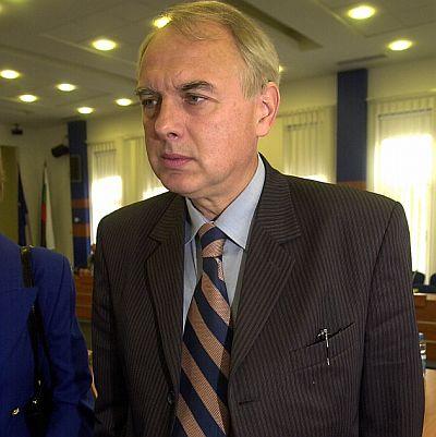 "Велизар Енчев: Кадровият офицер не е ""ченге"""