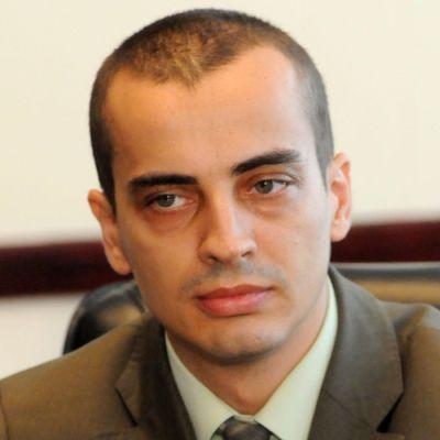 Чобанов: Децата на Мирчев приети в нарушение на правилника