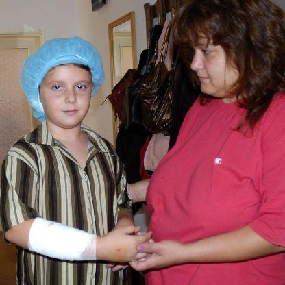Домашен боксер нахапа 8-годишно момиче