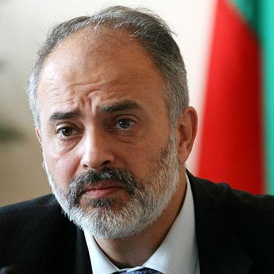 Министър обеща: Няма да замразяваме заплатите