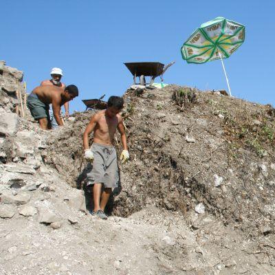 Откриха уникална крепостна стена до язовир Тича