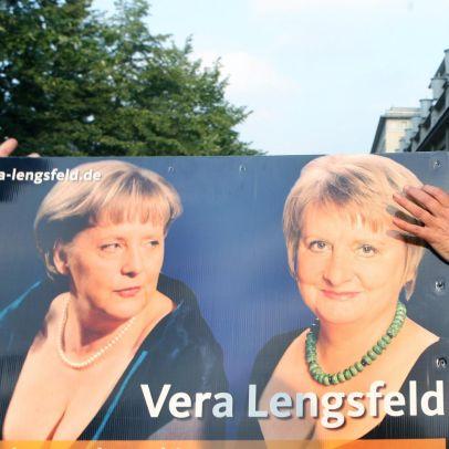 Ангела Меркел разголи гръд предизборно