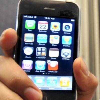 Мобилни телефони избухват в лицата на деца